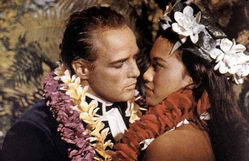 Marlon Brando et Tarita Teriipia dans les révoltés du Bounty