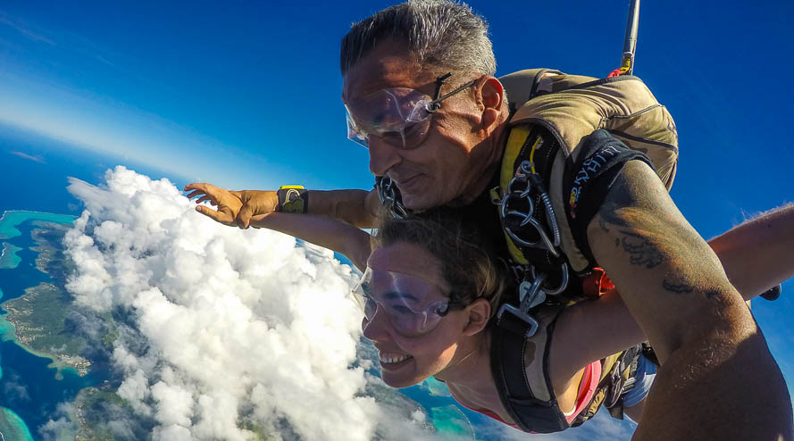 Saut en parachute au dessus de Moorea en Polynésie
