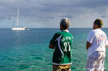 Pêcheurs à Port Bourayne à Huahine
