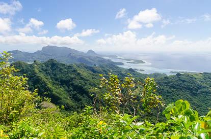 Vue depuis le mont Puhaerei à Huahine