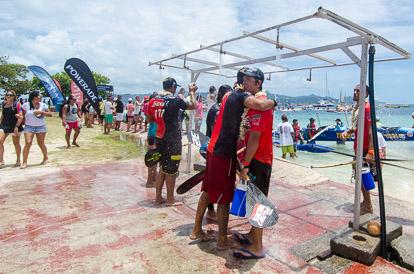 La douche après la Hawaiki Nui Va'a