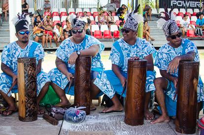 Arrivée en musique de la Hawaiki Nui Va'a