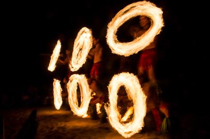 Danse du feu au Tiki Village à Moorea