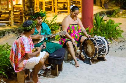 Musiciens du Tiki Village à Moorea