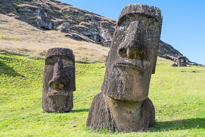 île de Pâques : moai de la carrière de Rano Raraku