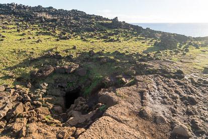 île de Pâques : entrée d'Ana Kakenga